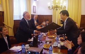 Presidente del Puerto de Vigo, D. Enrique César López Veiga y Dr. Zheng Deyan Alcalde Director of Qingdao Shibei Government
